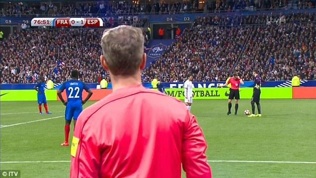 Từ đường căng ngang của Alba, Deulofeu đã đưa bóng vào lưới của Pháp nhân đôi cách biệt cho Tây Ban Nha