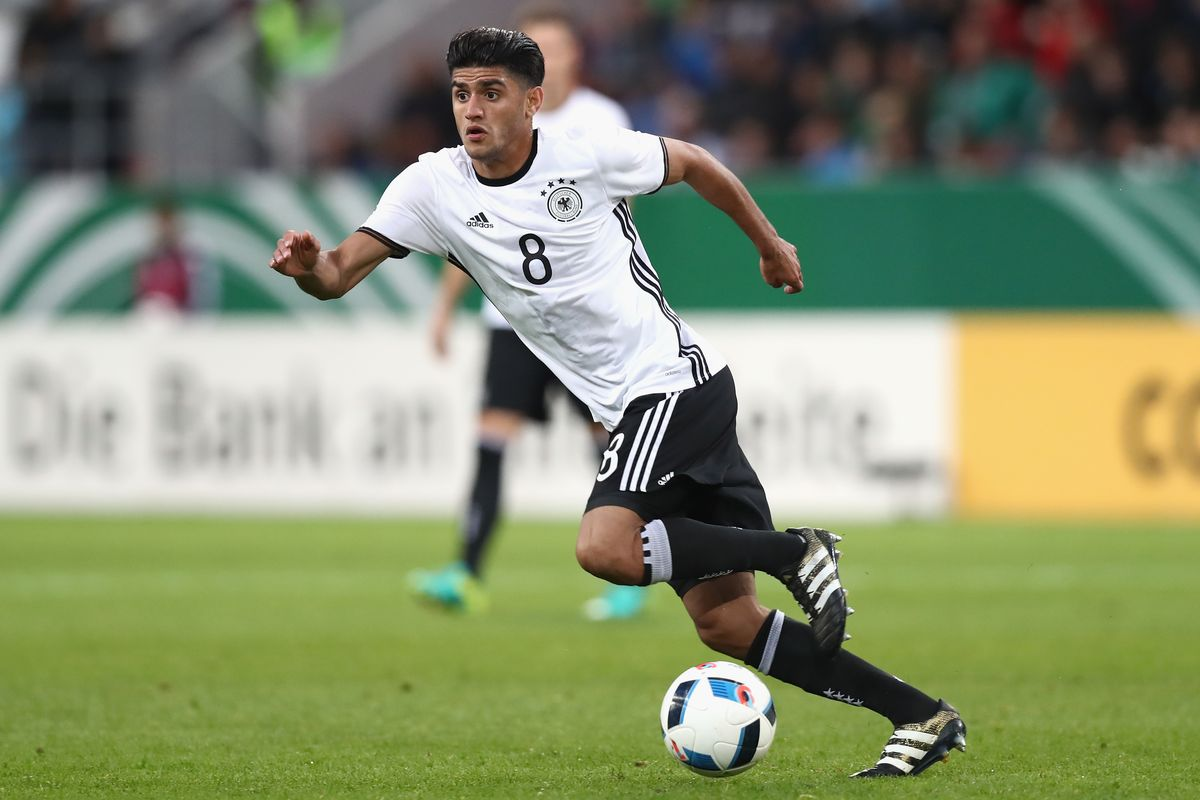 Mahmoud Dahoud là một trong những tiền vệ trẻ tài năng của bóng đá Đức
