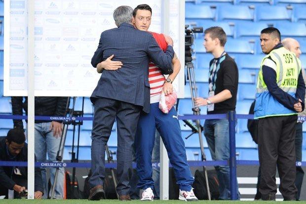 HLV Mourinho luôn giữ sự mến mộ đặc biệt với cậu học trò cũ Ozil
