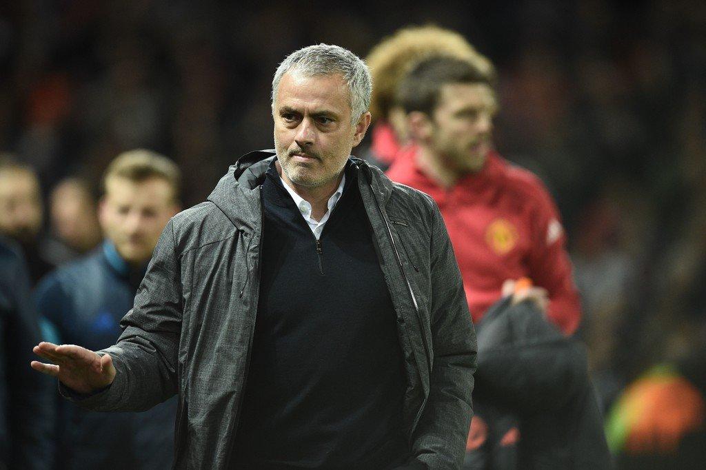 Jose Mourinho không tin là Man United sẽ tái hiện được vinh quang dưới thời Sir Alex Ferguson