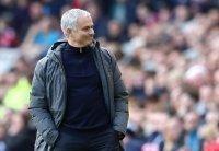 Mourinho thu nhập nhiều gấp hai lần Pep