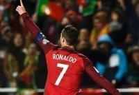 Ronaldo vào tốp 10 cầu thủ ghi bàn vĩ đại nhất