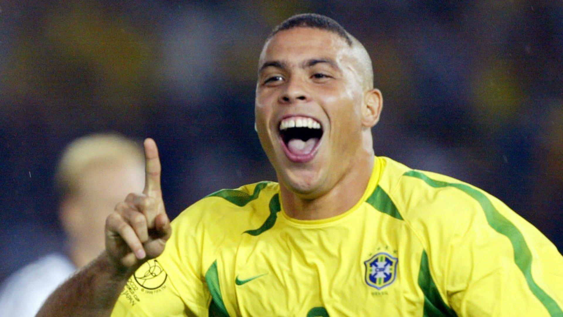 Ronaldo là cầu thủ mà Totti thích chơi cùng