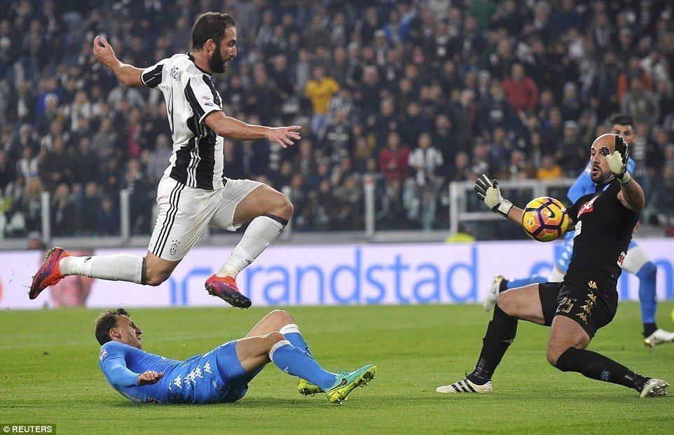 Gonzalo Higuain lần đầu tiên trở về San Paolo từ khi cập bến Juventus
