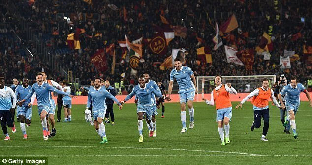 Cầu thủ Lazio ăn mừng tấm vé vào chung kết Coppa Italia