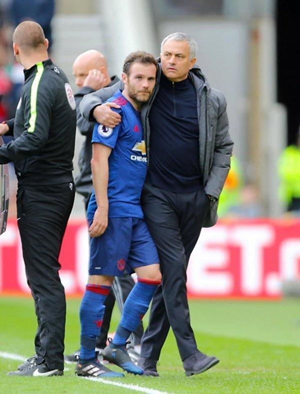 Mata phải nghỉ thi đấu hết mùa giải vì chấn thương