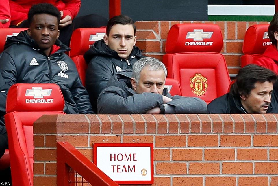 Vẻ mặt buồn của Mourinho