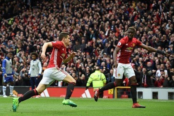 Pogba dẫn đầu danh sách chuyền bóng tại Premier League