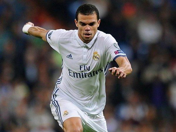Real Madrid lên kế hoạch giữ chân Pepe ở lại Bernabeu thêm ít nhất 12 tháng
