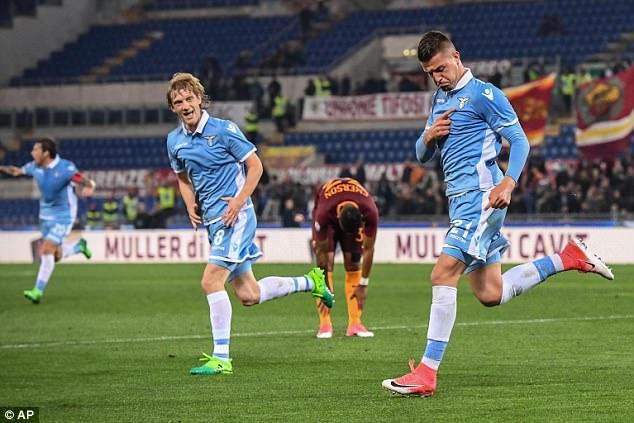 Sergej Milinkovic-Savic mở tỉ số cho Lazio ở phút 37