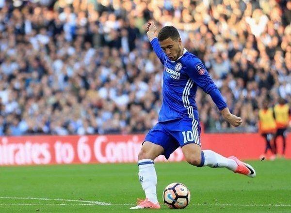 Eden Hazard từ chối nói về hợp đồng ở lại Chelsea