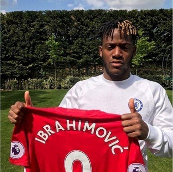 Fan Chelsea đòi sa thải Batshuayi chỉ vì cầu thủ này chia sẻ thông điệp ủng hộ Zlatan Ibrahimovic