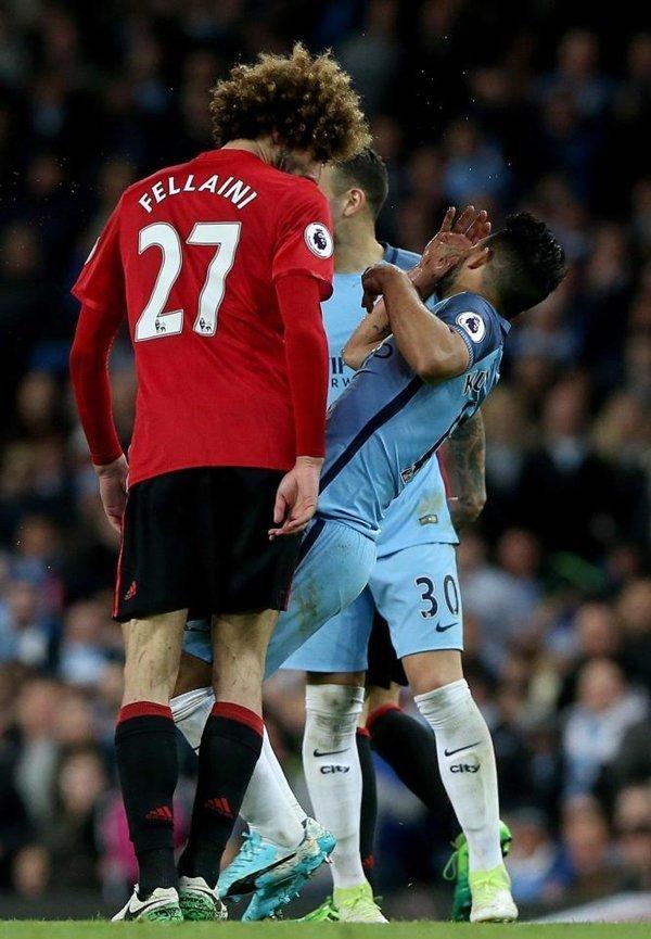 Jose Mourinho ám chỉ Sergio Aguero đã đóng kịch khiến Marouane Fellaini phải nhận thẻ đỏ