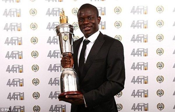 Kante được bình chọn là Cầu thủ xuất sắc nhất năm của PFA
