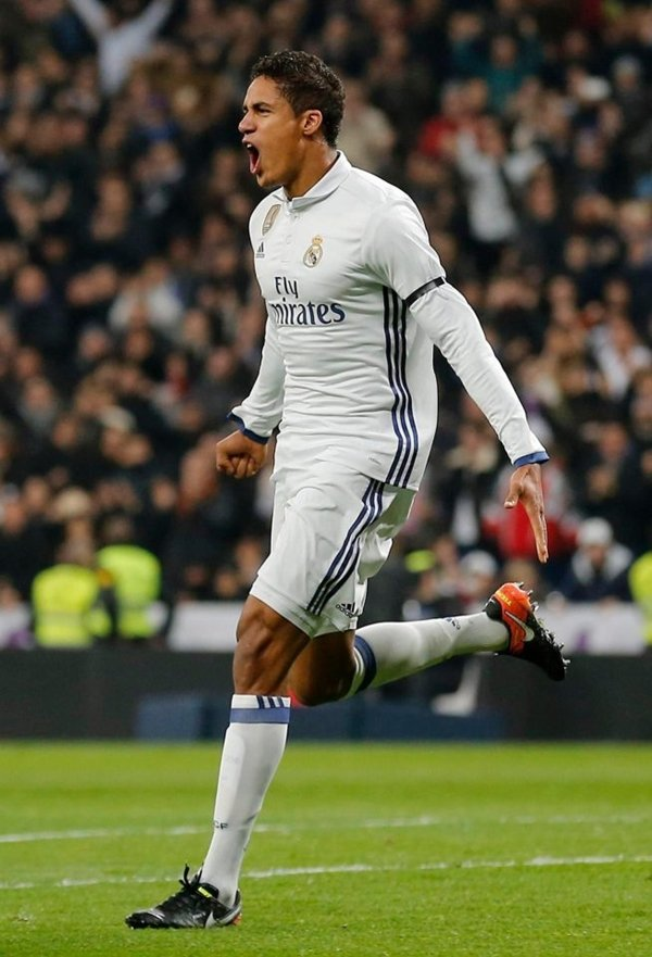 Mourinho muốn Varane theo chân về Old Trafford