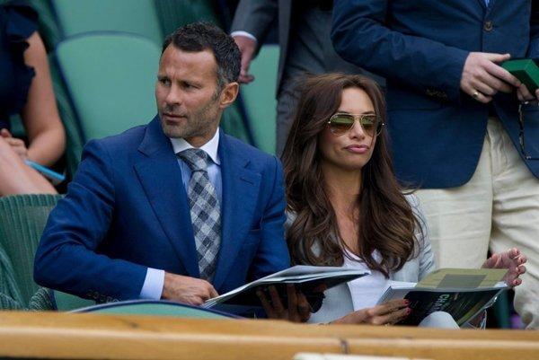 Giggs và vợ phải đưa nhau ra tòa để phân chia tài sản