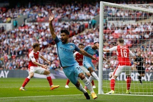Pep Guardiola chấp nhận mạo hiểm tung Sergio Aguero và Gabriel Jesus vào sân ở trận derby Manchester