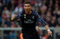 Bernabeu, 1h45 ngày 19-4, Real Madrid - Bayern Munich: Vừa đá vừa chờ Barcelona