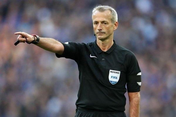 Trọng tài Martin Atkinson được chỉ định điều khiển trận derby Manchester