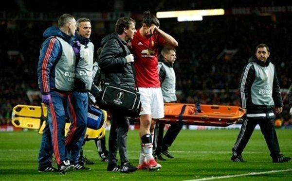 Ibrahimovic nguy cơ phải nghỉ thi đấu hết mùa vì chấn thương