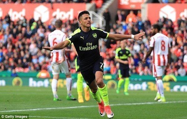 Alexis Sanchez là đại diện của Arsenal góp mặt trong danh sách, cùng với Romelu Lukaku của Everton