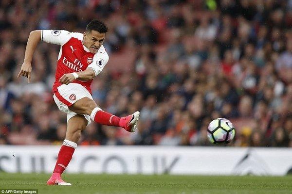 Alexis Sanchez một lần nữa tỏa sáng giúp Arsenal duy trì tia hy vọng cạnh tranh top 4