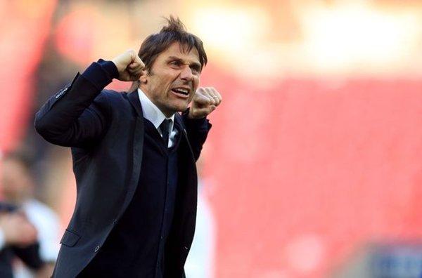 HLV Antonio Conte giúp Chelsea vô địch trước 2 lượt trận cuối cùng