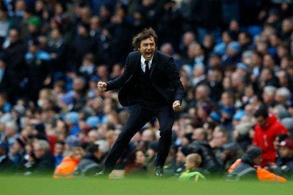 HLV Antonio Conte cam kết gắn bó tương lai với Chelsea