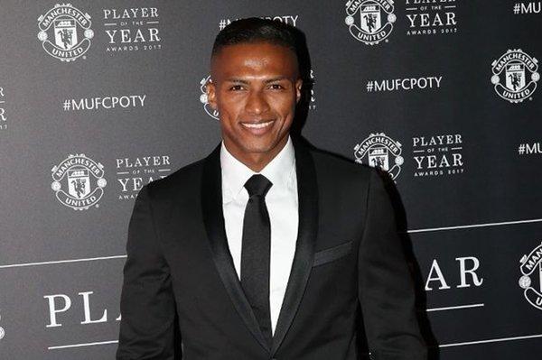Không phải Paul Pogba hay Zlatan Ibrahimovic... Antonio Valencia mới là Cầu thủ xuất sắc nhất mùa giải của M.U