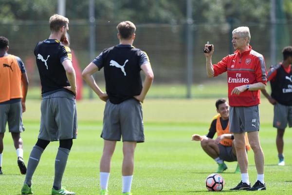 Arsenal đang khủng hoảng lực lượng