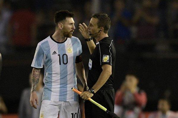 FIFA gỡ bỏ án treo giò 4 trận đối với Lionel Messi