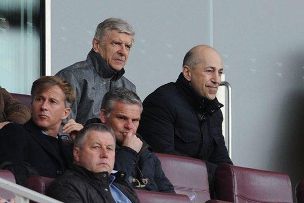 Wenger và Giám đốc điều hành Ivan Gazidis sẽ xem xét kế hoạch chuyển nhượng của The Gunners