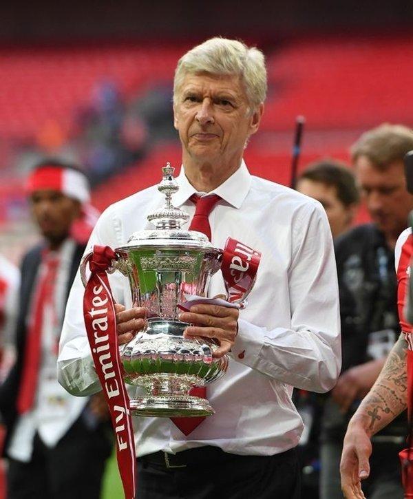 Arsene Wenger gia hạn hợp đồng 2 năm, tiếp tục dẫn dắt Arsenal đến 2019