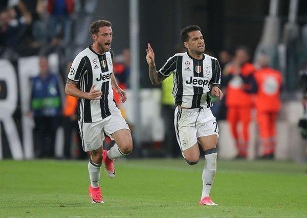 HLV Antonio Conte muốn đưa Daniel Alves về Stamford Bridge