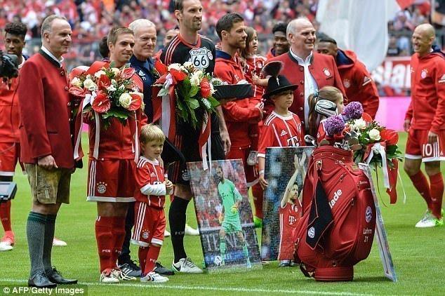Bayern chia tay Philipp Lahm cùng Xabi Alonso