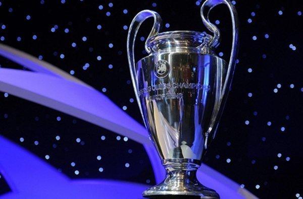 Đội vô địch Champions League và Europa League sẽ nhận huy chương và cúp ngay trên sân