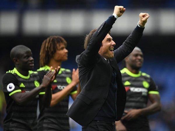 Chelsea sẵn sàng tăng gấp đôi mức lương để giữ chân HLV Antonio Conte ở lại Stamford Bridge