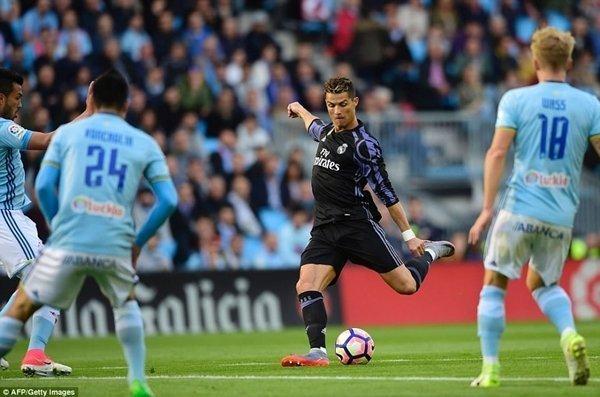 Cristiano Ronaldo xô đổ kỷ lục ghi bàn mọi thời đại của huyền thoại Jimmy Greaves