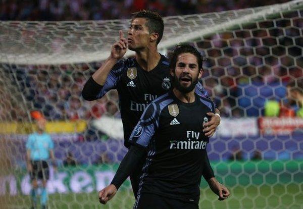 Cristiano Ronaldo dẫn đầu các cầu thủ ủng hộ Isco giữ vị trí ở trận chung kết Champions League