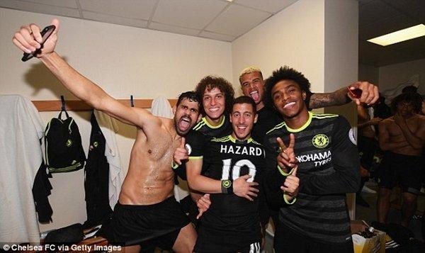 Eden Hazard và Cesar Azpilicueta là các đại diện khác của Chelsea