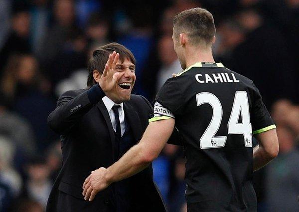 HLV Antonio Conte ủng hộ Cahill tiếp quản băng đội trưởng của Chelsea từ Terry
