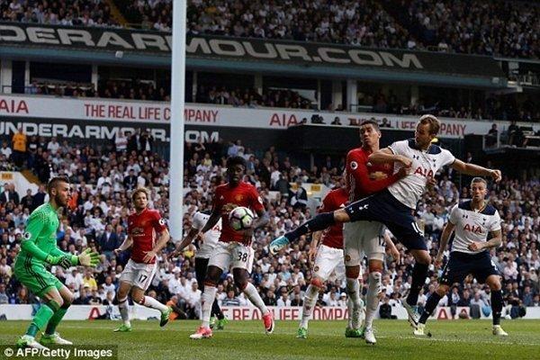 Harry Kane nhân đôi cách biệt tỷ số cho Tottenham vào đầu hiệp 2