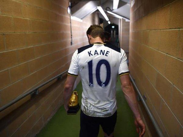 Đây là mùa giải thứ hai liên tiếp Kane giành Chiếc giày vàng dành cho cầu thủ ghi nhiều bàn thắng nhất trong mùa giải