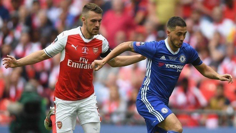 Hazard (phải) không thể hiện được nhiều ở chung kết FA Cup