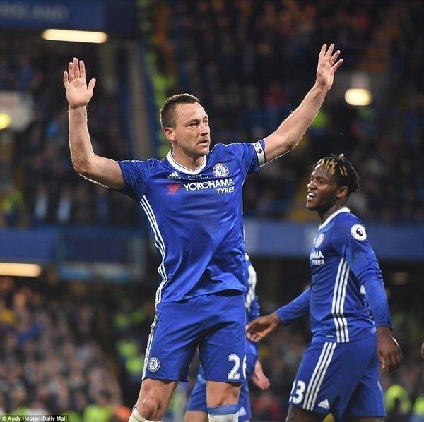John Terry ghi bàn thắng mở tỷ số cho Chelsea, nhưng mắc sai lầm ngớ ngẩn dẫn đến bàn thua ngay sau đó