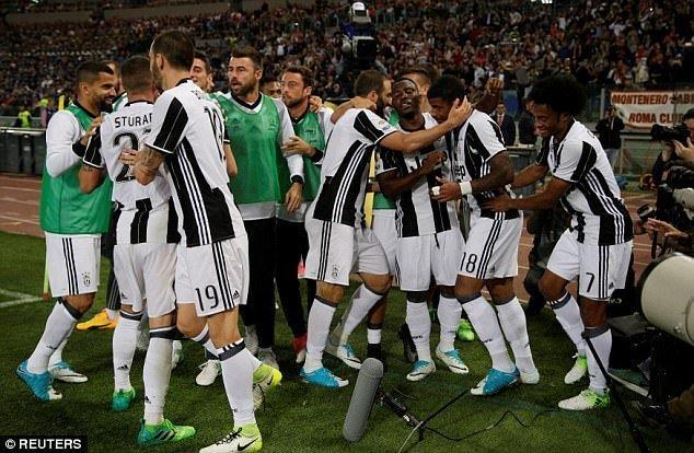 Mario Lemina bất ngờ đưa Juventus vượt lên dẫn trước ở phút 21