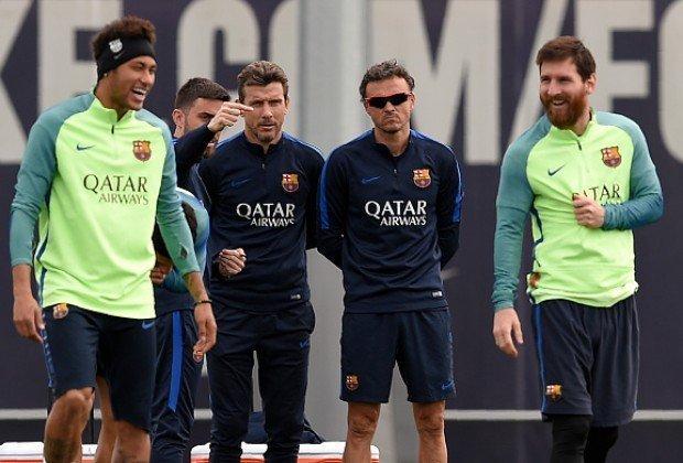 """Enrique cũng ám chỉ chuyện Messi và Neymar chung tay """"hạ bệ"""" ông"""