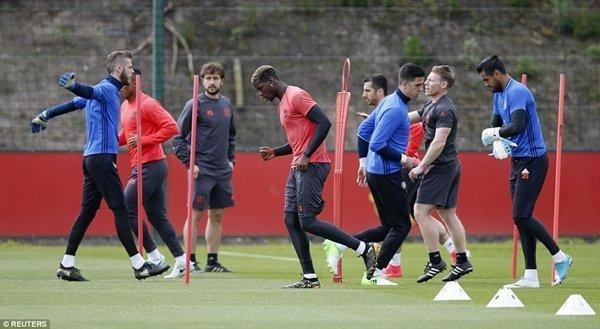 Các cầu thủ M.U tập luyện chuẩn bị cho trận đấu lớn nhất mùa giải