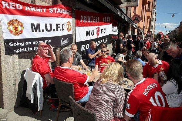 Fan M.U mang lại bầu không khí đầy sôi động cho Stockholm