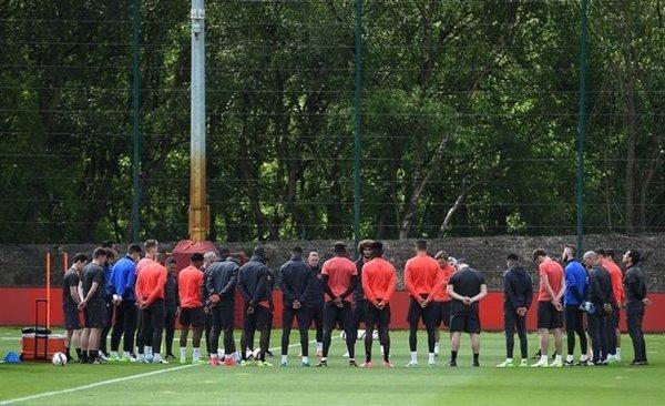 Các sao M.U dành một phút im lặng cầu nguyện cho nạn nhân thảm kịch tấn công khủng bố ở Manchester Arena